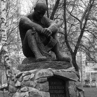 Памятник пензенцам, погибшим  в  локальных войеах. :: Валерия  Полещикова