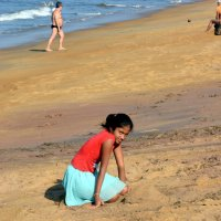 Девочка на пляже :: Асылбек Айманов