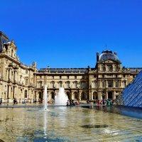 Весна в Париже.Лувр. :: Лара ***