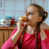 Бабушкины пироги хороши, но .... мультик же идёт интересный! :: Анатолий. Chesnavik.