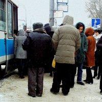 """""""Погрузка""""  на  Трамвай  в  Москве  . Год  2011  Из  серии  """"Фото  для потомков"""" :: Игорь Пляскин"""