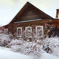 Деревенский домик с резными ставенками :: Павлова Татьяна Павлова