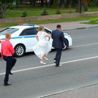 Шествие молодых по полосе с эскортом! :: Laborant Григоров