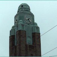 Часовая башня железнодорожного вокзала в Хельсинки :: Вера