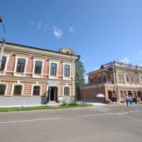 Дома на улице города Козьмодемъянска :: Сергей Тагиров