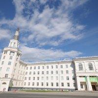 Административное здание в городе Чебоксары :: Сергей Тагиров