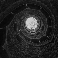 Колодец или башня? :: Alena Cardoso