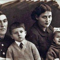 Семья офицера. 1953 год :: Нина Корешкова