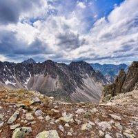 Трагичное небо над горным перевалом :: Виктор Никитин