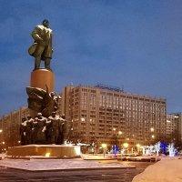 Вечером на Калужской площади... :: Николай Дони