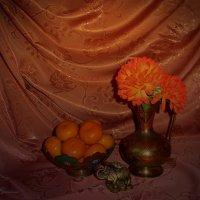 Натюрморт с мандаринами :: Nina Yudicheva