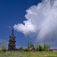 Старая церковь :: евгений савельев