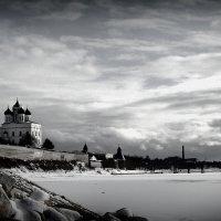 Вид на Псковский Кремль и реку Великую. :: Fededuard Винтанюк