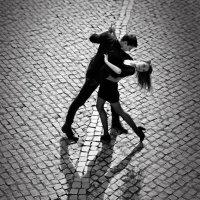 Танець на бруківці :: Степан Карачко