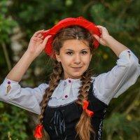 красная шапочка :: Виктор Николаев