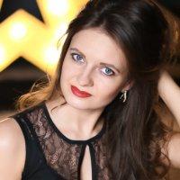 девушка с фарфоровыми голубо-серыми глазами... :: Ксения Барулина