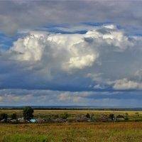 Туча над селом :: Сергей Чиняев