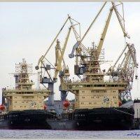 ледоколы на Неве :: vadim