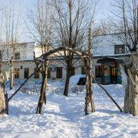 Композиция во дворе художественной школы :: Светлана Ку
