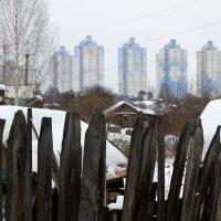 Новый забор на горизонте :: Валерий Чепкасов