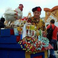 Как  на  Ярмарке ,  да на  День  Города , Петушки  леденцовые  да  разные... :: Игорь Пляскин