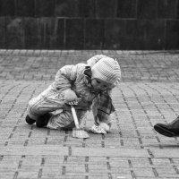 Городской ребёнок - детство на асфальте :: Александр Степовой