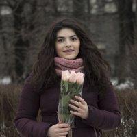 Девушка с цветами :: Aнна Зарубина