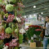 цветы и девушка :: Олег Лукьянов