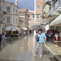 Окончание дождя ( на улицах Керкиры ) :: Николай Ярёменко