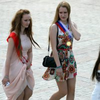 подружки или выпускницы :: Олег Лукьянов