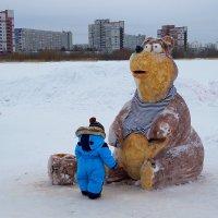 Снежные фигуры. Медведь. :: Елена Перевозникова
