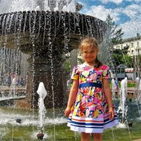 Девочка у фонтана :: Сергей Чиняев