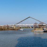 Мост через канал Рейна в зону отдыха :: Witalij Loewin