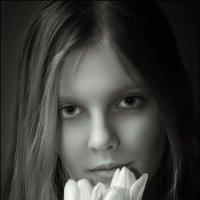 Девочка с тюльпанами... :: алексей афанасьев