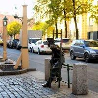 Памятник Фонарщику на Одесской :: Сергей