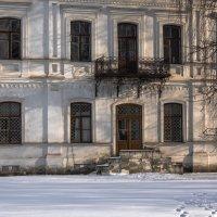 Дом с балконом :: Константин Фролов
