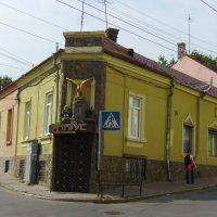 Торговое  здание  в  Черновцах :: Андрей  Васильевич Коляскин