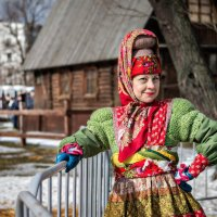 Блины дымятся стопкой, самовар кипит, за столы дубовые всех бы усадить... :: Ирина Данилова