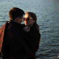 влюбленная пара у реки, закат :: Влада Павлова
