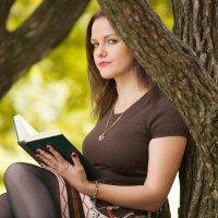Девушка на дереве :: Александр Орлов