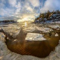 Льдины над пляжем. :: Фёдор. Лашков