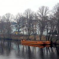 Зимний сон рыжих лодок :: Nina Yudicheva