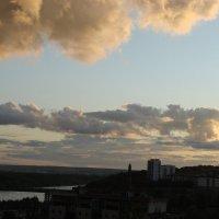Облачное небо над рекой. Закат. :: Сергей Тагиров