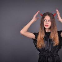 Чёрный ангел с глазами чертёнка... :: Алёна Васильева