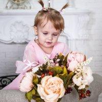 Маша с цветами :: Геннадий