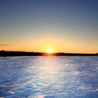 озеро ещё во льду :: Вадим Виловатый