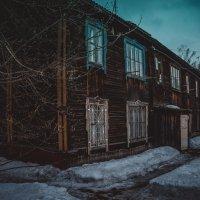 Красивое старинное здание г. Прокопьевск :: Артем