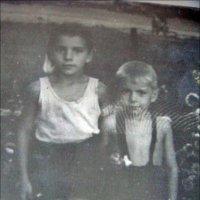 Босоногая команда. Братик и сестричка. 1957 год :: Нина Корешкова