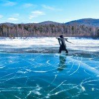 На льду Байкала :: Сергей Алексеев