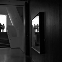 И нас проводят стёртые ступени, польётся свет... :: Ирина Данилова